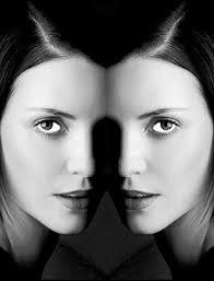 volto allo specchio