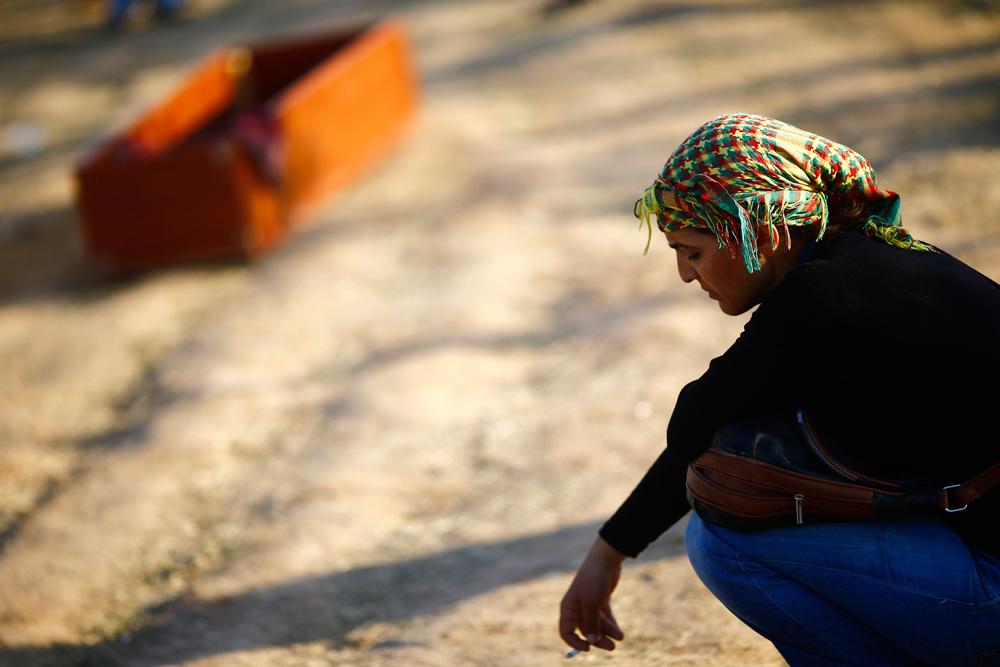 Una donna, dopo il funerale di un combattente curdo a Suruç (Turchia) il 24 ottobre 2014