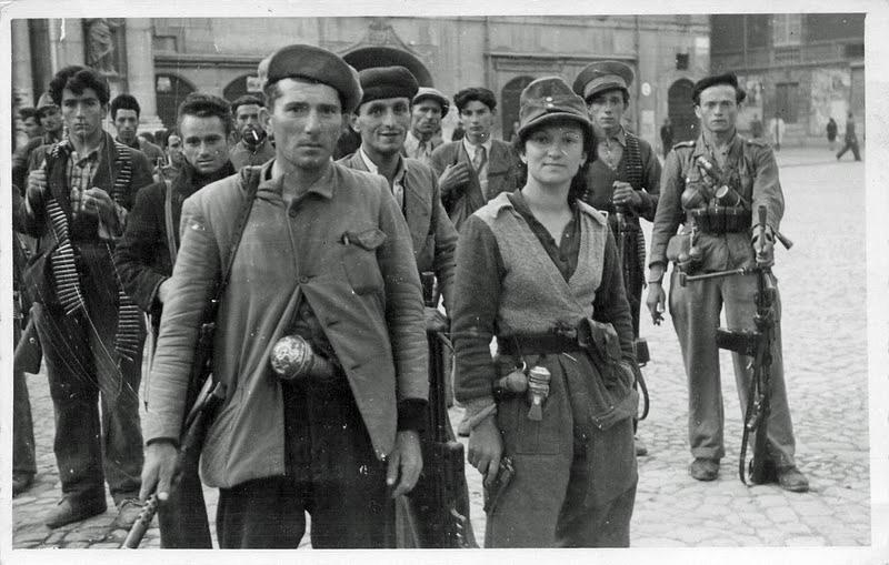 Partigiani-dalla-77-S.A.P.-in-piazza-del-Duomo-2