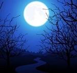 vediamo la luna grande se ha il paesaggio come sfondo