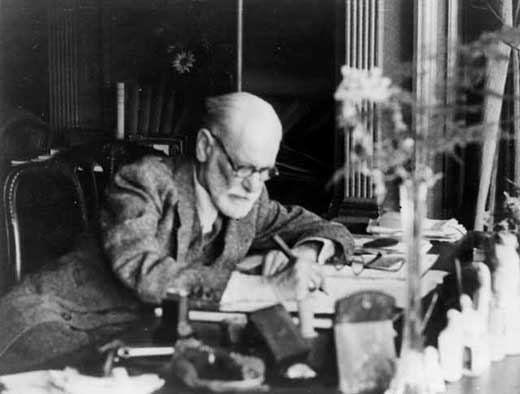 Freud nel suo studio